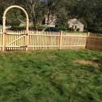 Scalloped-cedar-gate-with-h